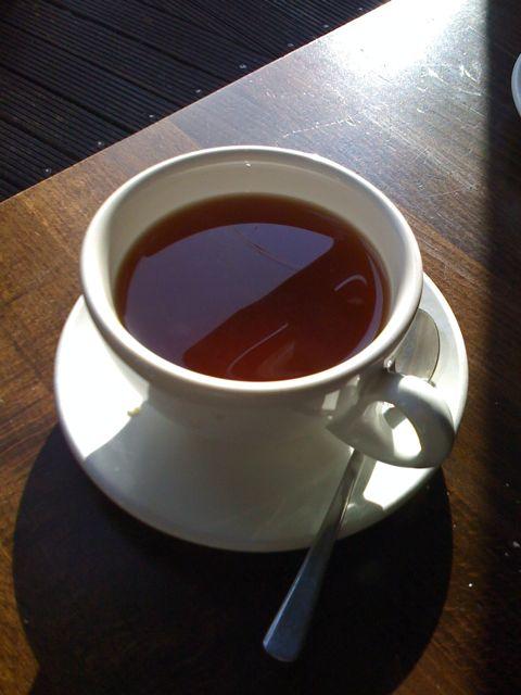 Tee im Sonnenschein